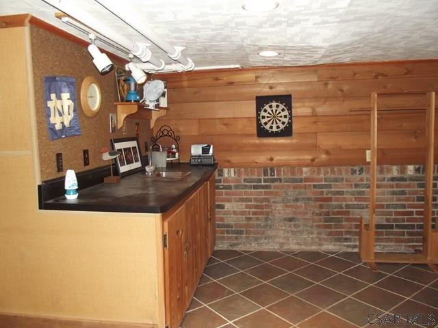 Family Room wet bar